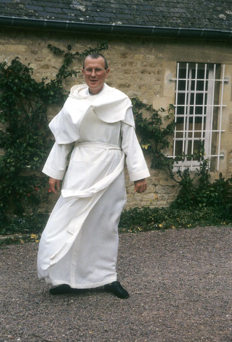Fr-Joel-Houcques-2000.jpg
